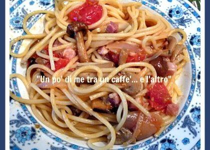 Spaghetti con pomodorini, misto funghi e pancetta
