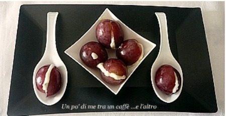 Uva rossa farcita con crema di gorgonzola
