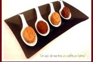 Biscotti dolci a forma di noce con cioccolato e nocciole