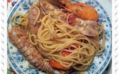 Spaghetti con gamberoni e cicale di mare