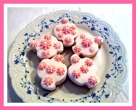 Colombine decorate con margherite in pasta di zucchero