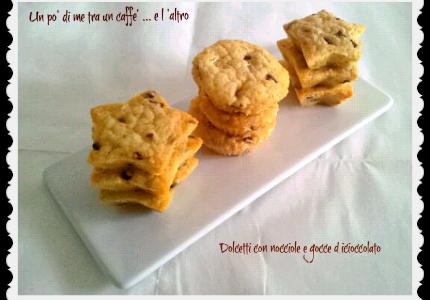 Biscotti nocciole e gocce di cioccolato