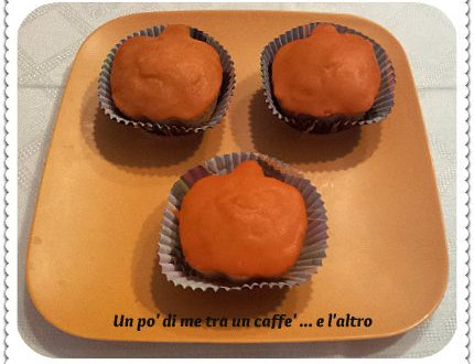 Muffins con Mandorle ed Uvetta