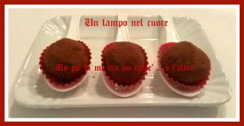 Tartufi con cioccolato fondente e confettura di lamponi